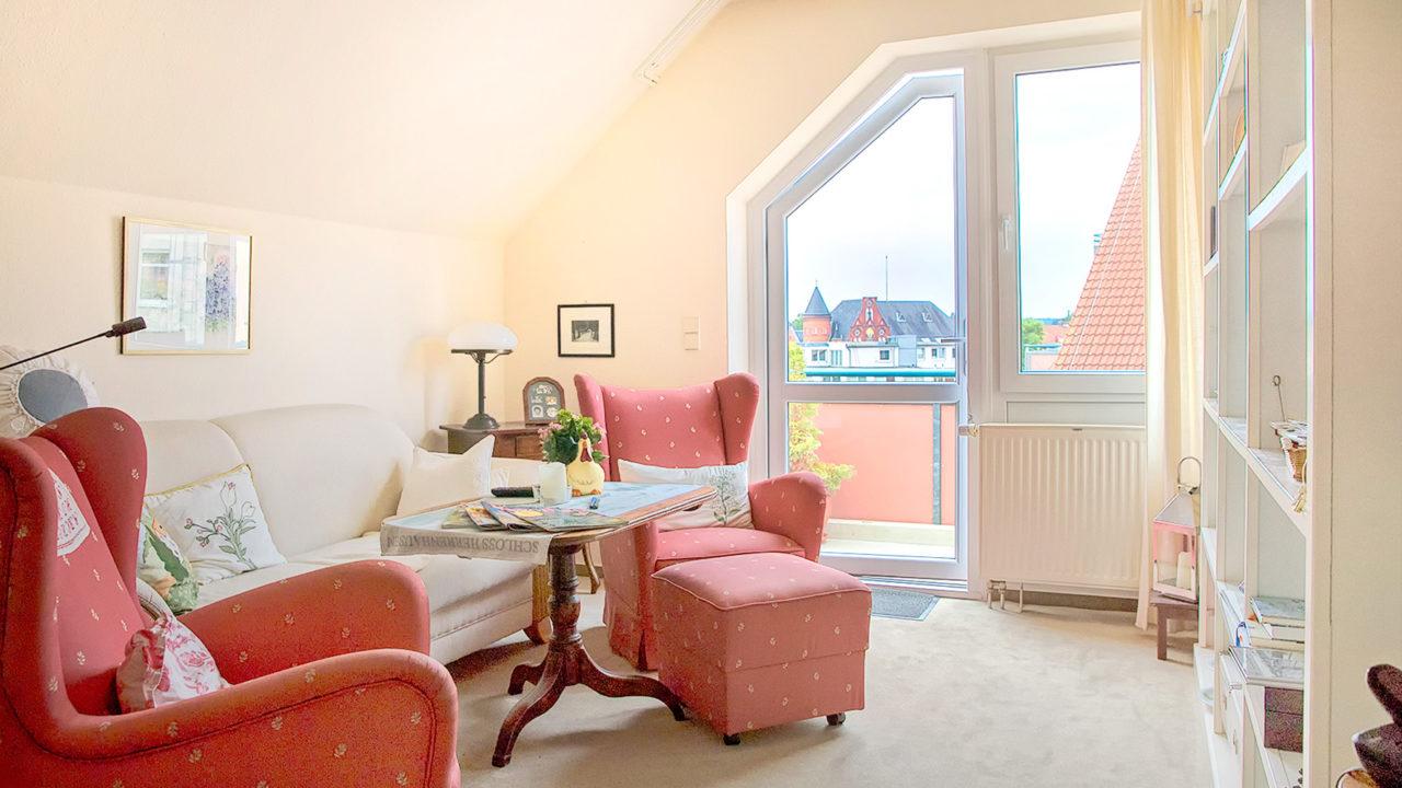 Dachgeschosswohnung mit schöner Einrichtung und Balkon im Gesundheitshotel Seniorenresidenz Uelzen