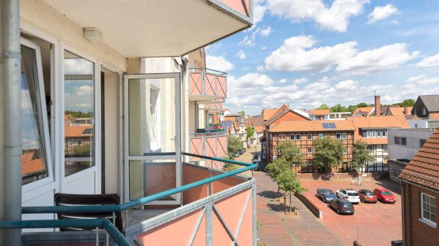 Blick vom Balkon auf den Parkplatz Achterstraße aus dem Altenheim Seniorenresidenz Uelzen
